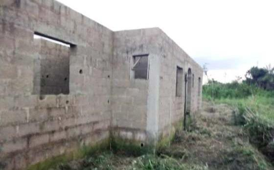 Uncompleted 3-bedroom flat in a goo..